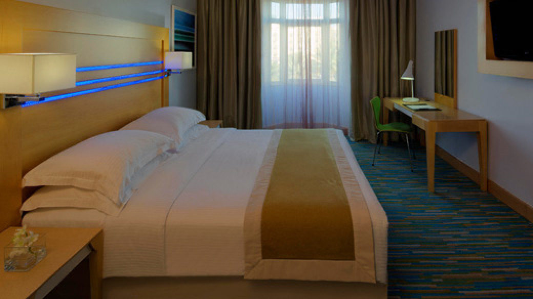 Radisson Blu Hotel, Oman - Standard Bedroom