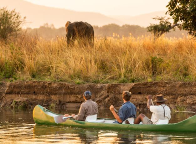 Canoeing Mana Pools