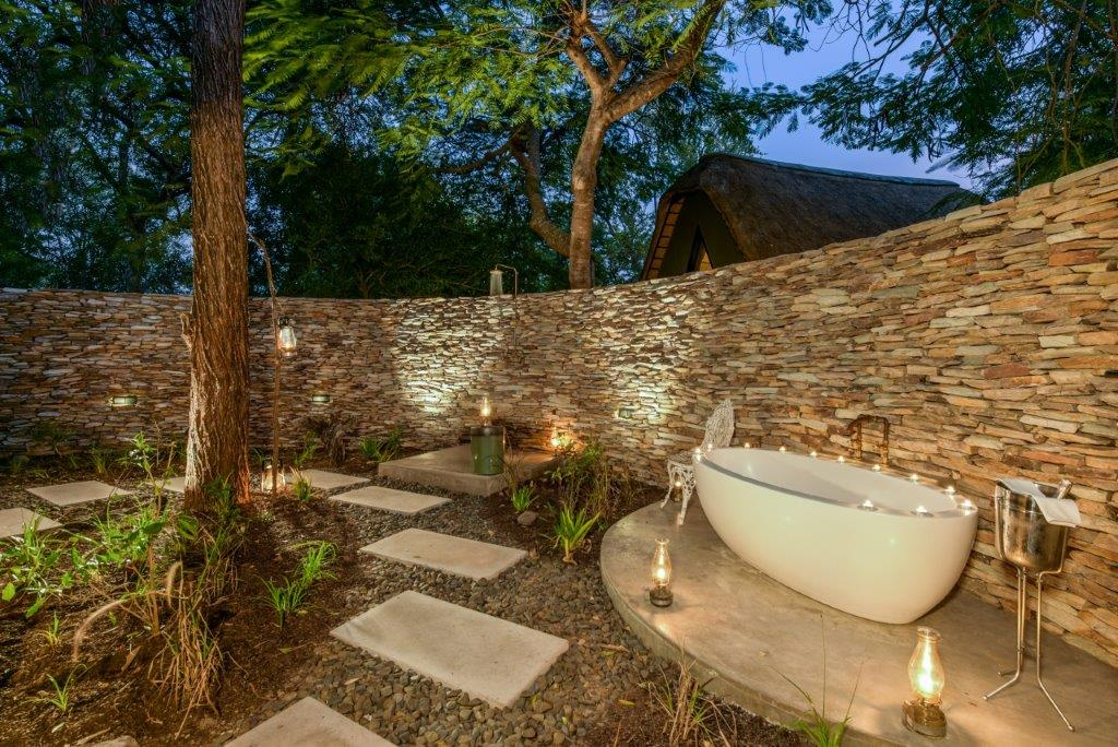 Relax in your outdoor bath, under a blanket of stars